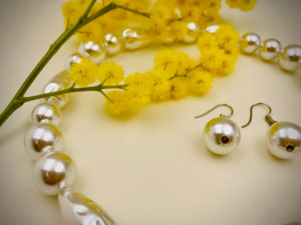 Collana e orecchini di perle fai da te - Festa della donna - Crystal Stones